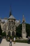 Praça João XXIII e a Catedral de Notre Dame