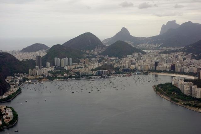 A esq. a Urca, ao centro Botafogo e a dir Flamengo